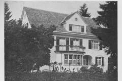 Im Garten, Wohnhaus der Familie Spörri