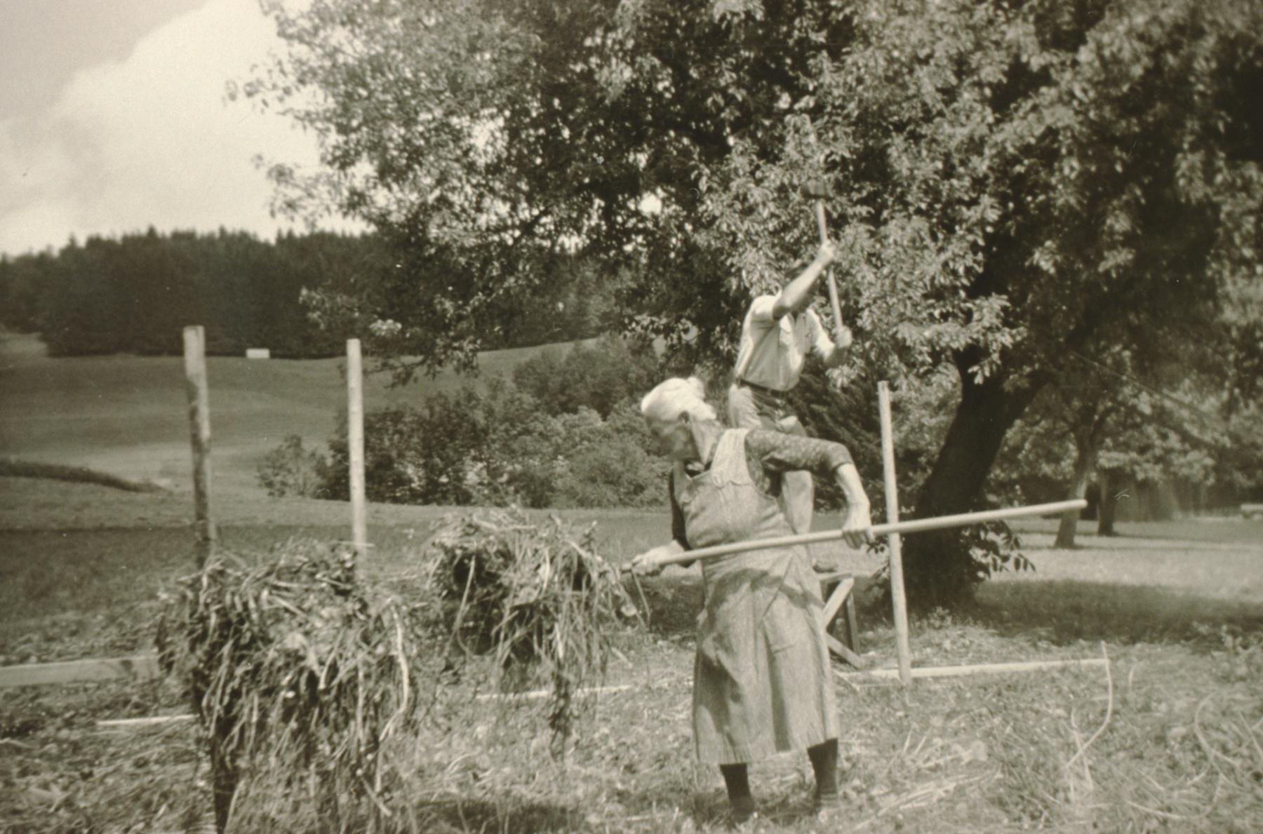 Kleinbäretswil, Heinzen in der Bachs, Mutter Anna Egli-Küng mit Sohn, imHG Stüssel
