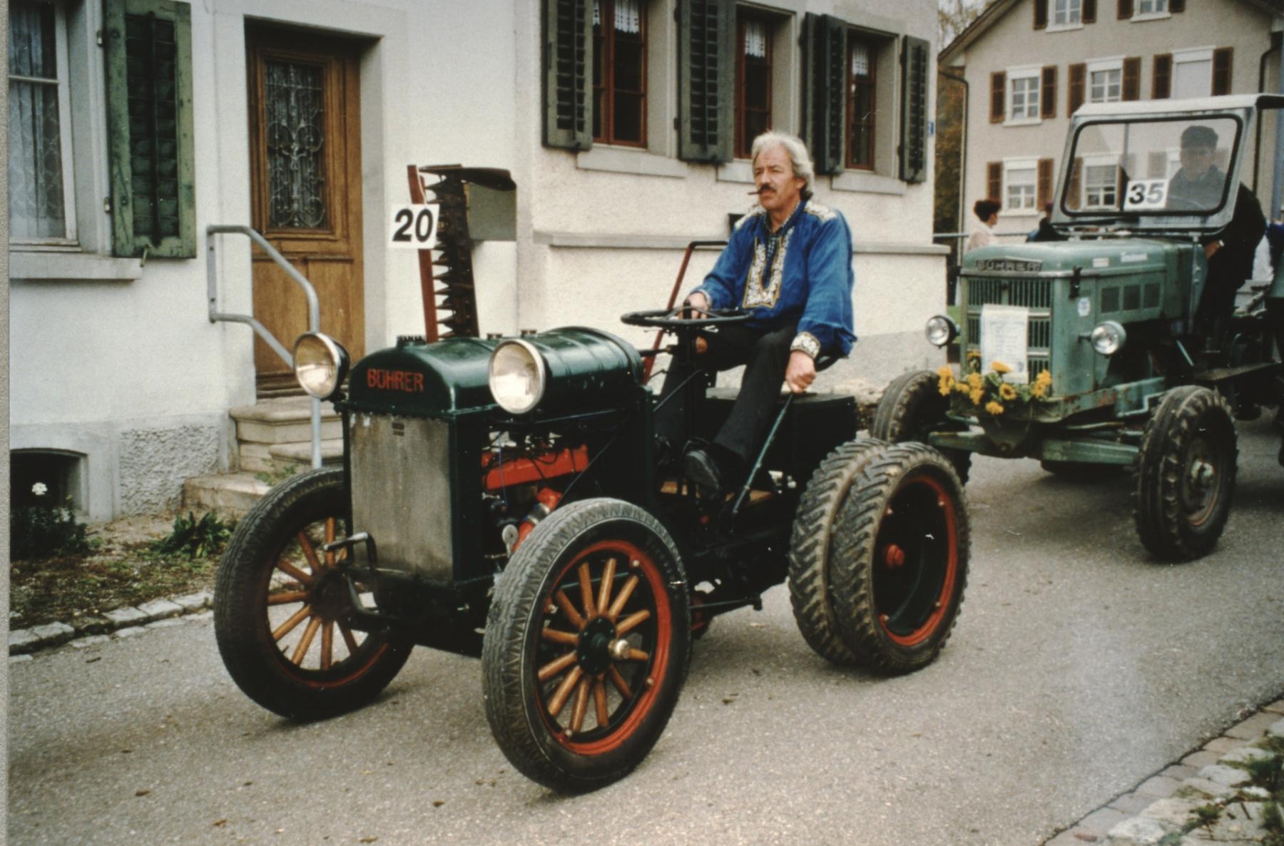 Jubiläumsumzug 100 Jahre Viehzuchtgenossenschaft, Alter Bührer Traktor