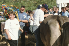 Viehprämierung lk Heidi und Köbi Brunner Kleinbäretswil. In der Mitte sitzt Hr. Leuenberger