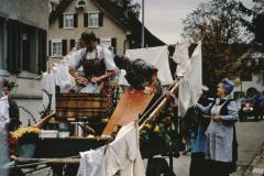 Jubiläumsumzug 100 Jahre Viehzuchtgenossenschaft, Wäsche anno dazumal, Berti Planzer