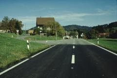 Schulhaus Neuthal, Abzweigung zum Hof