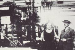 Frauenarbeit in der Textilfabrik
