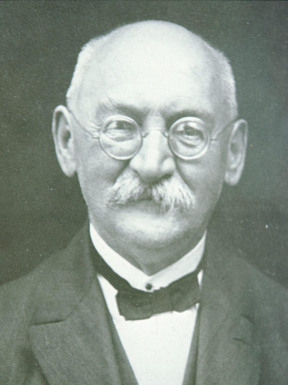 Portrait von Jakob Wolf, Pfarrer in Bäretswil von 1896-1939.