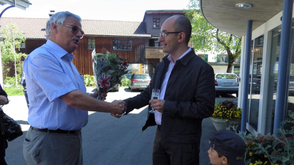 Hans-Peter Hulliger gratuliert Teodoro Megliola zur Wahl, 18. Mai 2014.