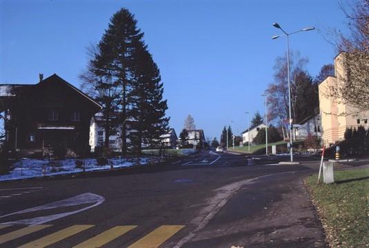 Lettenkreuzung 1995, lk Bergheimeli (Schoggihüsli), rt Kath. Kirche