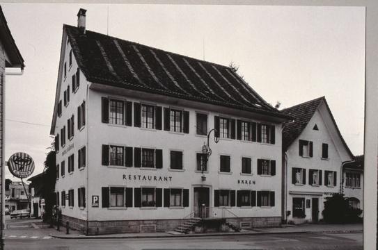Hotel Bären, das Herz von Bäretswil, das bis 1970 das Dorfbild dominierte und das Zentrum für gesellschaftliche Anlässe war.