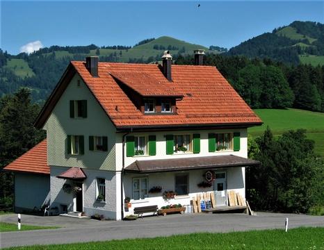 Die Käserei von Kleinbäretswil. Sie wurde 1906 in Betrieb genommen und 2015 geschlossen. Seit 1933 war sie im neuen Gebäude.