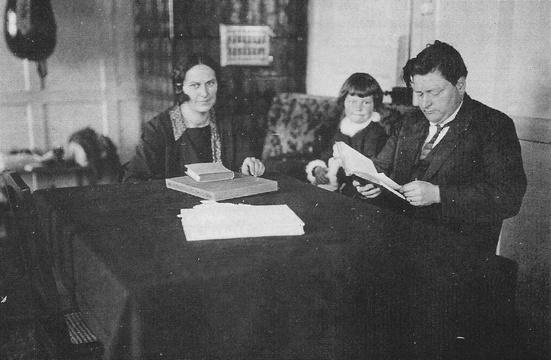 Otto Schaufelberger mit Frau Martha und Tochter Lena